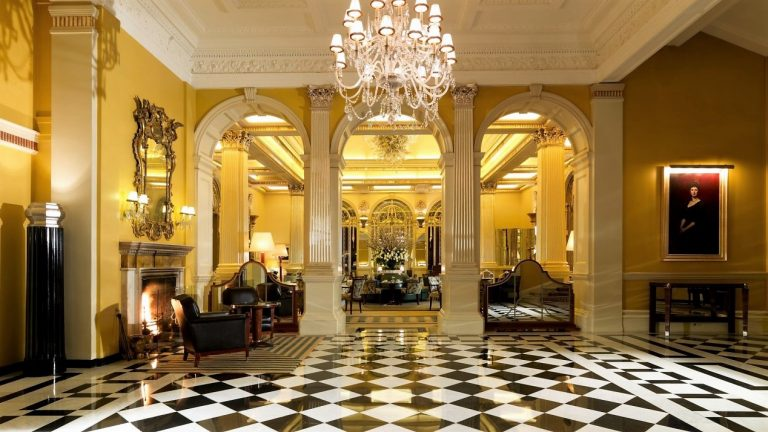 ..LUXURY SUITES AT CLARIDGE'S DESIGNED BY LINLEY